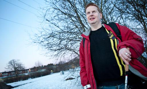 """""""De vill bara göra sig av med oss för att kunna ta in andra i stället."""" Det säger gravt synskadade Mattias Lundberg som jobbat i Taxi Kurirs växel i sju år."""