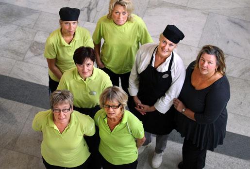 Kommunalstrejken gav dem ett kvitto på hur viktiga de är. De var efterlängtade i skolan när strejken var slut. Längst fram Eva Johansson Carlsén och Sigun Nyqvist, i mitten Elma Numanovic och längst bak Maria Wahlund, Lena Åström, Mia Söderström och klubbordförande Anneli Ellebo.
