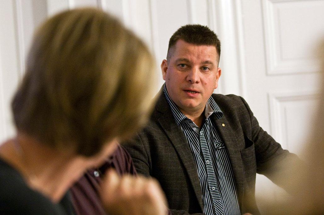 – Vi måste göra omprioriteringar inom förbunden, men det är jobbigt och där tror jag att vi är fega, sa Veli-Pekka Säikkälä.