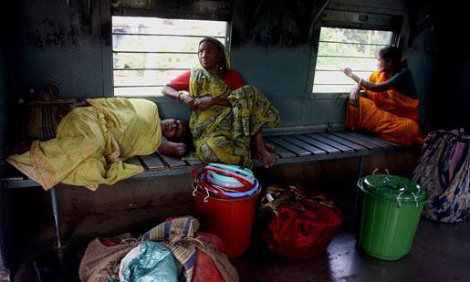 När allt fler kvinnor började arbeta utanför hemmet infördes särskilda kvinnotåg i trakten av Calcutta för att motverka våld mot kvinnor.