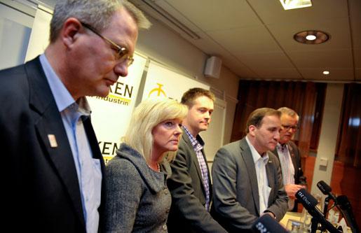 Ulf Bengtsson ordförande i Sveriges Ingengörer, Cecilia Fahlberg, ordförande i Unionen, Per-Olof Sjöö ordförande i GS, Stefan Löfven, ordförande i IF Metall och Hans-Olof Nilsson, ordförande i Livs talar med pressen efter att de fem facken inom industrin svarat på slutbudet från de opartiska medlarna.
