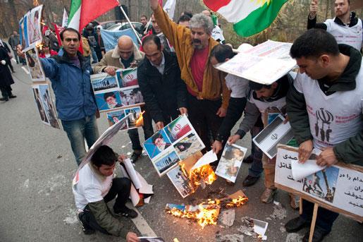 Fyra sektioner av Kommunal i Stockholm demonstrerade, tillsammans med exiliranier och deras organisationer samt Vänsterpartiet, utanför iranska ambassad på Lidingö.
