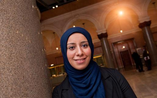 – Mina föräldrar varnade mig för att bära sjal, men jag gör det nu av religiösa skäl. Jag vill visa vem jag är, säger Ayat Mneina.