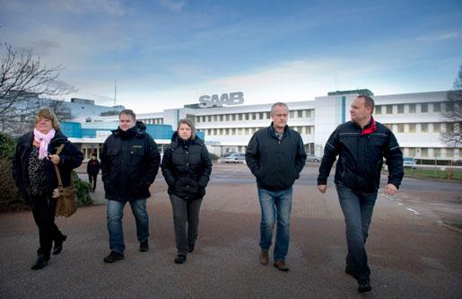 Anette Hellgren och Sten Larsson, Unionen, Piia Kähkönen och Håkan Skött, IF Metall, och Thomas Haglund, Ledarna, lämnar Saab.