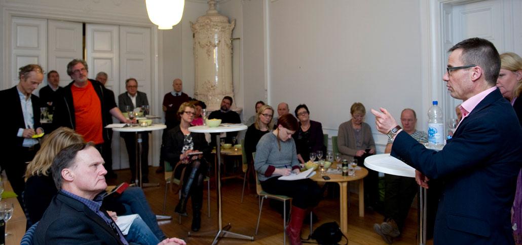 Socialförsäkringsminister Ulf Kristersson (M) talade om sjukförsäkringar, arbetsförmåga och framtida pensioner. När den sistnämnda frågan kom på tal lyssnade Christer Nordh, Pensionsmyndigheten, extra intresserat.