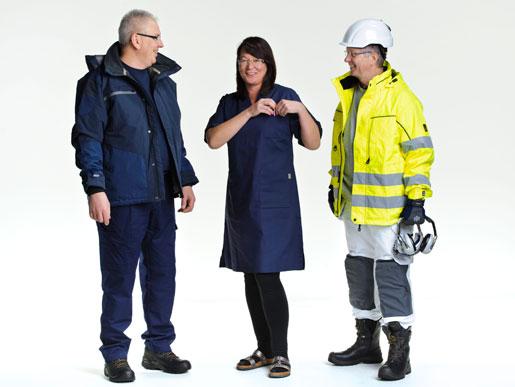 Hans Öhlund, Lenita Granlund och Hans Tilly i yrkeskläder.