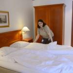 Voula Spyrakou har jobbat i 23 år inom hotell och restauranger i Sverige och Grekland. Hon har inte varit med i facket mer än några månader, men är sekreterare i arbetsplatsens nystartade fackklubb.
