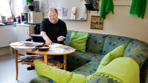 Lars Flodin slängde ut skrivbordet när han flyttade in arbetsrummet på landstinget. Kontoret bär han med sig i en ipad. Därmed har alla handlingar med sig var han än är.