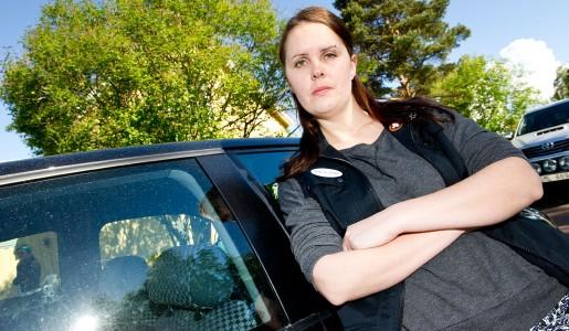 Madeleine Karlsson, skyddsombud för Kommunal i Leksand, har stridit i två och ett halvt år för att hon och hennes kollegor i hemtjänsten ska få arbetskläder. Foto: Ulf Palm