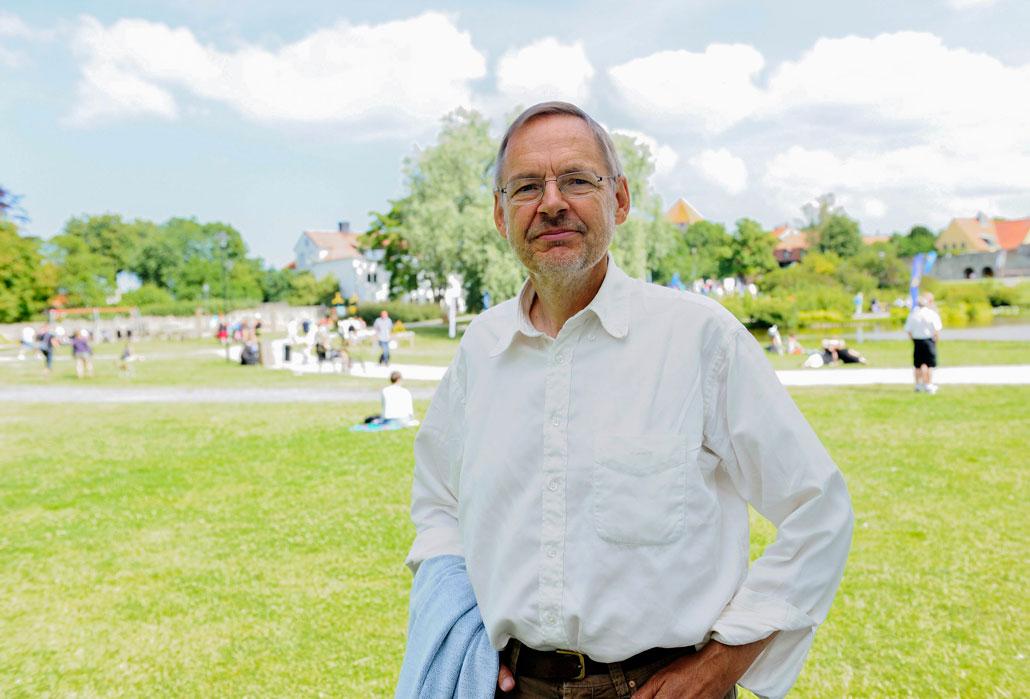 Kjell Östberg, forskare vid Södertörns högskola, vill se mer opposition från LO:s sida - även mot Socialdemokraterna.