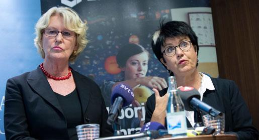 Metta Fjelkner, Lärarnas riksförbunds ordförande, och Eva-Lis Sirén, Lärarförbundets ordförande vid onsdagens presskonferens i Stockholm efter att lärarnas fackförbund har kommit överens om lönerna med Sveriges Kommuner och Landsting.