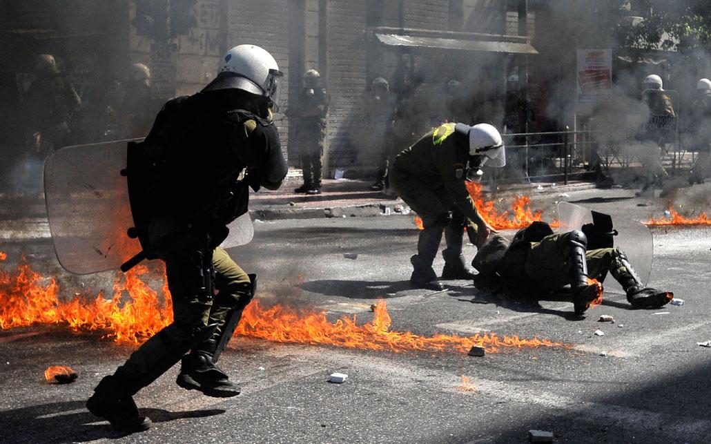 De senaste grekiska besparingarna besvarades med generalstrejk och våldsamma sammandrabbningar i Aten förra veckan.