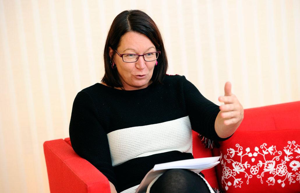 Individuella löner väcker frågan om individgarantier. Lenita Granlund tycker att den frågan får avgöras inom vart och ett av Kommunals 70 avtalsområden – men ska man ha garantier ska de vara höga. Om garantin stannar vid en hundralapp kan det blir något som chefen gömmer sig bakom.
