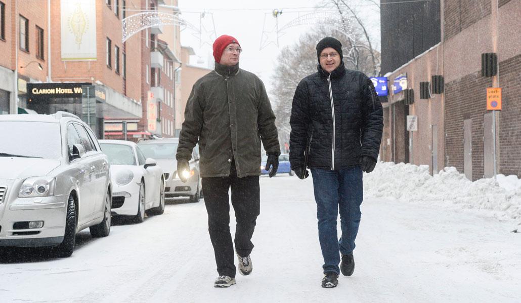 De har inte gett upp. Staffan Pira och Tomas Eriksson blir fortfarande glada när de ser ett ledigt jobb som passar deras kompetens.