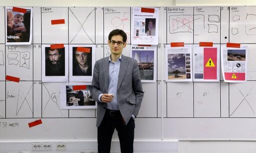 Nästa DN planeras på en whiteboard. Peter Wolodarski har lett tidningens ledarredaktion i fyra år.