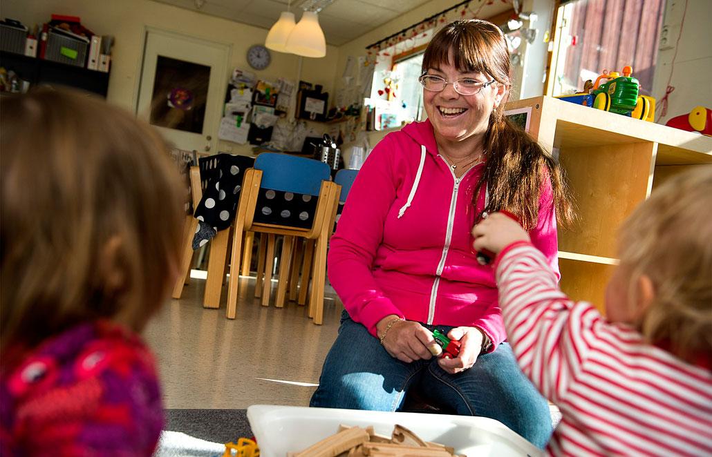 Isabella Gjersvold tror att en legitimation skulle öka statusen för barnskötaryrket.