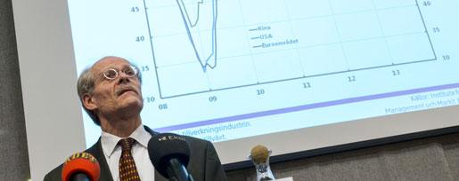 Riksbanken, och dess chef Stefan Ingves, följer inte sina instruktioner att arbeta för 2,0 procents inflation.