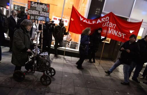 Nätverket Välfärd utan vinst är på ett hörn och startar den nya folkkampanjen för gemensam välfärd. Bilden togs vid en demonstration i Stockholm i december förra året.