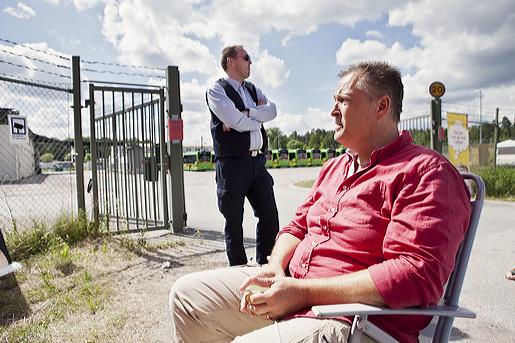 Dan Illman och Roger Broberg är strejkvakter i Strängnäs.