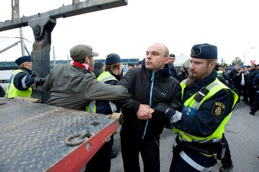 2009 strejkade lagerarbetare och sympatisörer vilt utanför Lagena distribution i Jordbro. Den vilda strejken blev en symbol för den  fortsatt infekterade frågan om företag som varslar anställda för att sedan hyra in bemanningspersonal i stället.