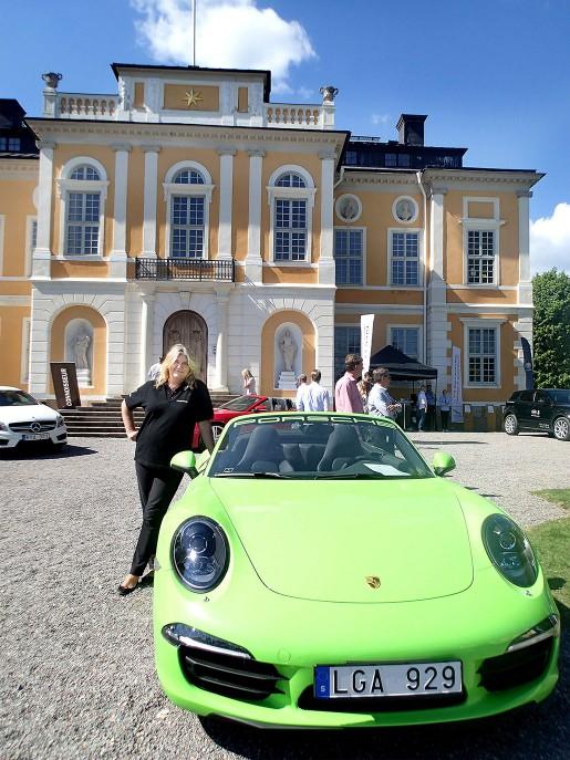 – Det är väl runt tusen besökare här i dag och omkring 50 bilar som visas upp, säger tidningen Connoisseurs vd Susanne Ytterskog.