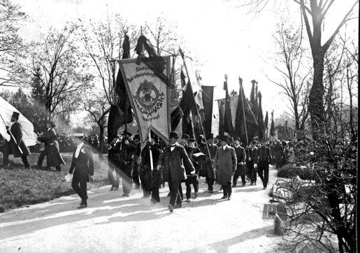Foto från August Strindbergs begravningståg 1912. Från Scanpix