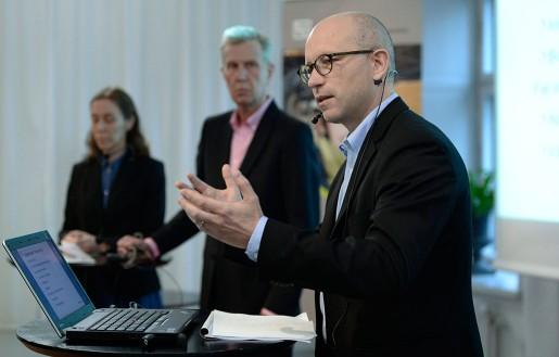 LO-ekonomerna – med Ola Pettersson i förgrunden – föreslår ett stärkt jobbpaket som kostar 70 miljarder men ger hela 100 000 jobb.