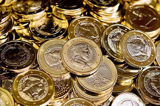 De första lettiskpräglade euromynten. Euron ersätter den lettiska valutan lat 1 januari 2014.Foto: Daniel Bockwoldt