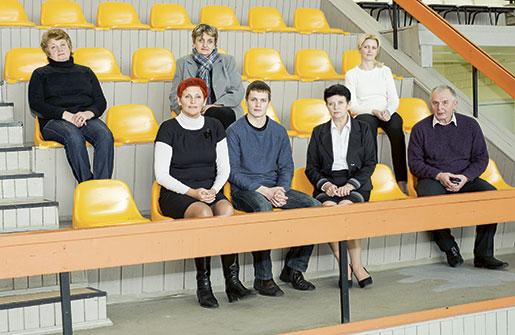 Lärarkollegiet på idrottsskolan i Daugavpils har decimerats sedan lönerna sänktes. Flera har flyttat utomlands och tjänar bättre där på att städa. Foto: Svetlana Pokule