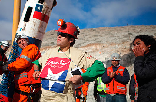 Alex Vega räddades ur den kollapsade gruvan den 13 oktober 2010. Upplevelsen att sitta instängd i 69 dagar ger honom fortfarande mardrömmar. Foto: Hugo Infante/AP Photo