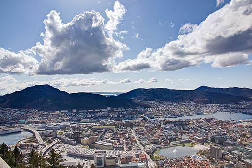 Bergen en solig dag. Annars är staden en av världens mest regniga.   Foto: Colourbox