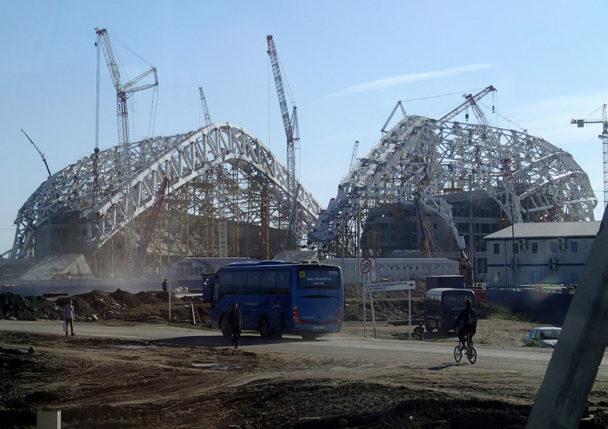 Stadiumbygge inför OS i Sotji.
