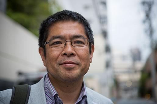 – Folk kan gå på tvåmånaderskontrakt för evigt, berättar Shuichiro Sekine, chef på facket Haken. Foto: Christina Sjögren