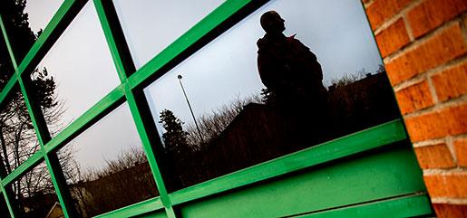 – Vi är väldigt uniforma. Den som sticker ut blir mobbad, säger en Örebropolis som vill vara anonym.