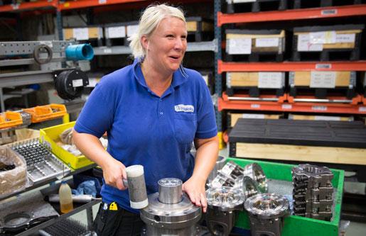Stina Ekbäck Forsgren tillverkar rotatorer. Foto: Johan Gunséus