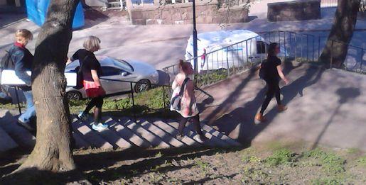 Från vandringen med Elin Wikström på väg ned mot Klevgränd via trapporna över Höga stigen. Foto: Thomas Olsson