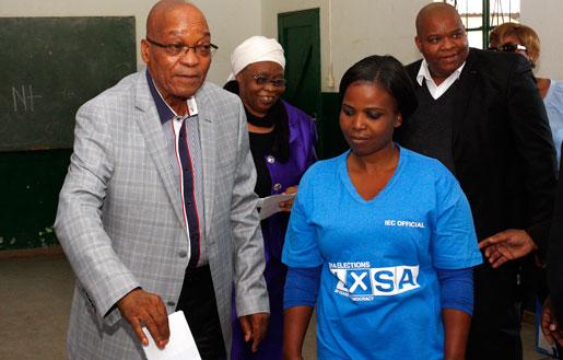 ANC:s ledare Jacob Zuma röstade i går i valet där partiet som väntat vann. Foto: AP