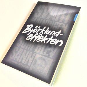 Björklundeffekten - Svartmålningen som blev sann. Författare: Sten Svensson och Mats Wingborg. Förlag: Katalys. Bilden av boken är något förvrängd för att tydliggöra Jesper Weithz omslagsidé.