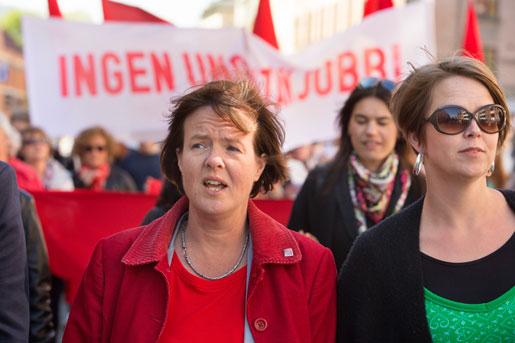 Carin Jämtin, partisekreterare (S), tågade och talade i Malmö.