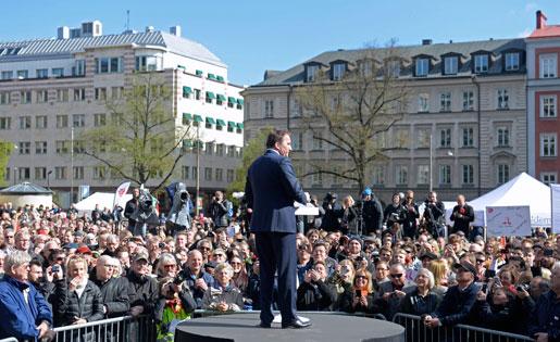 Solen sken när Socialdemokraternas partiledare höll dagens andra förstamajtal. Foto: Jessica Gow