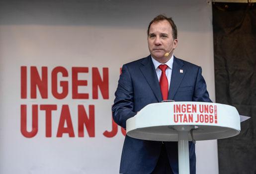 Stefan Löfvens första tal för dagen hölls i Sundbyberg, i kalla vindar. Foto: Jessica Gow