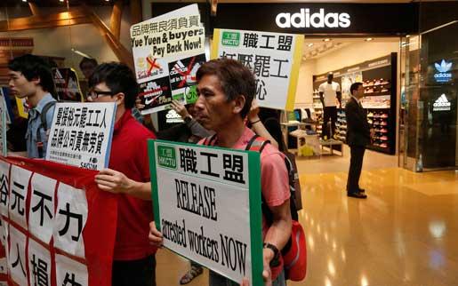 Skofabriksstrejken fick stöd även utanför skoaffärer.Foto: Vincent Yu