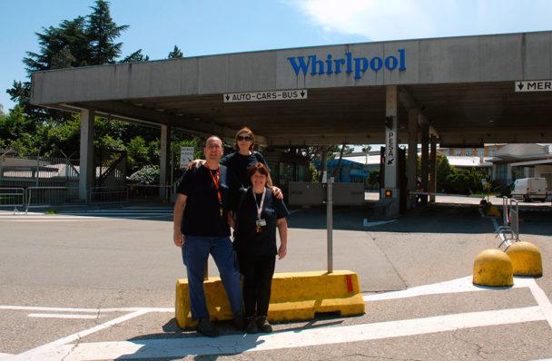 Pietro Pastó, Angela Mangione och Patrizia Bosi är överens om att Whirlpool är en bra arbetsplats, trots oron inför framtiden. Foto: Kristina Wallin