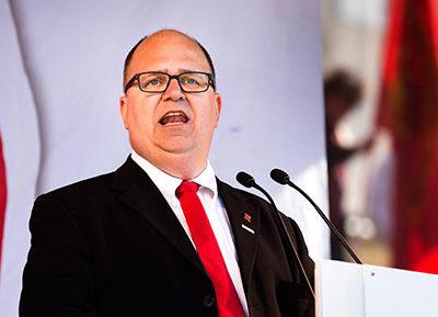 LO-ordföranden Karl-Petter Thorwaldsson talar på Göteplatsen i Göteborg efter Socialdemokraternas demonstration på första maj. Foto: Thomas Johansson