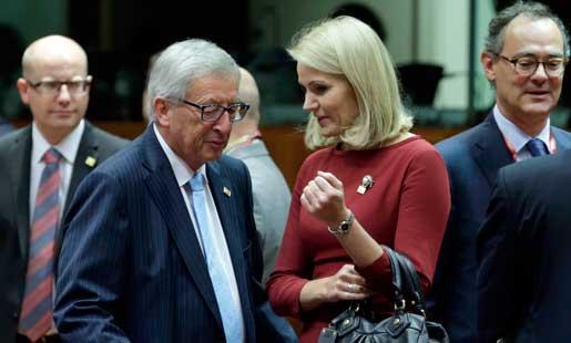 EU-kommissionens blivande ordförande Jean-Claude Juncker, här med Danmarks statsminister Helle Thorning-Schmidt, har öppnat frågan om en minimilön för hela EU igen. De nordiska länderna hör till motståndarna.Foto: Yves Logghe