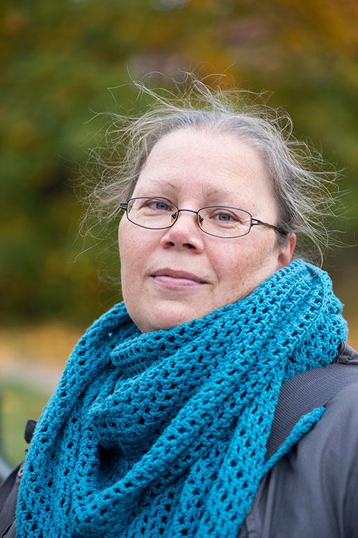 Monica Heinakroon har gjort som alla säger att man ska: utbildat sig. Det är ingen merit när hon söker jobb som vaktmästare. – Nu får jag höra att jag är överkvalificerad, säger hon. Foto: Fredrik Sandberg
