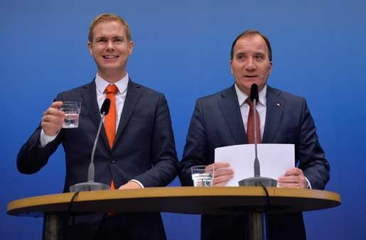 Utbildningsminister Gustav Fridolin och statsminister Stefan Löfven presenterar skolsatsningen. Foto: Henrik Montgomery