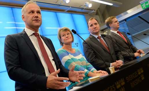 Jonas Sjöstedt och Ulla Andersson (V),  statsminister Stefan Löfven (S) och Gustav Fridolin (MP) berättar om överenskommelsen om regler för vinster i välfärden. Foto: Jonas Ekströmer
