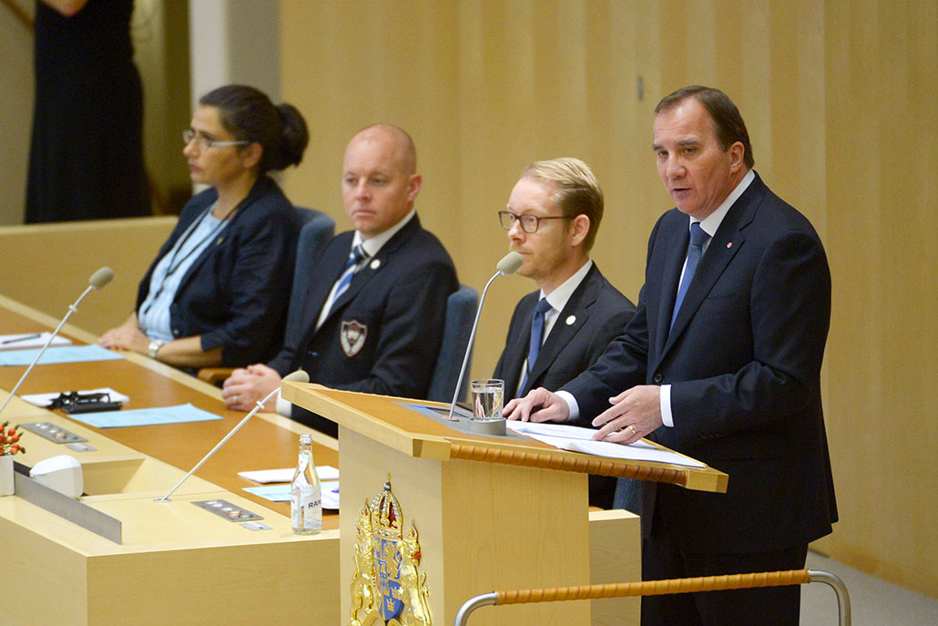 Stefan Löfven läser upp regeringsförklaringen. Foto: Jonas Ekströmer
