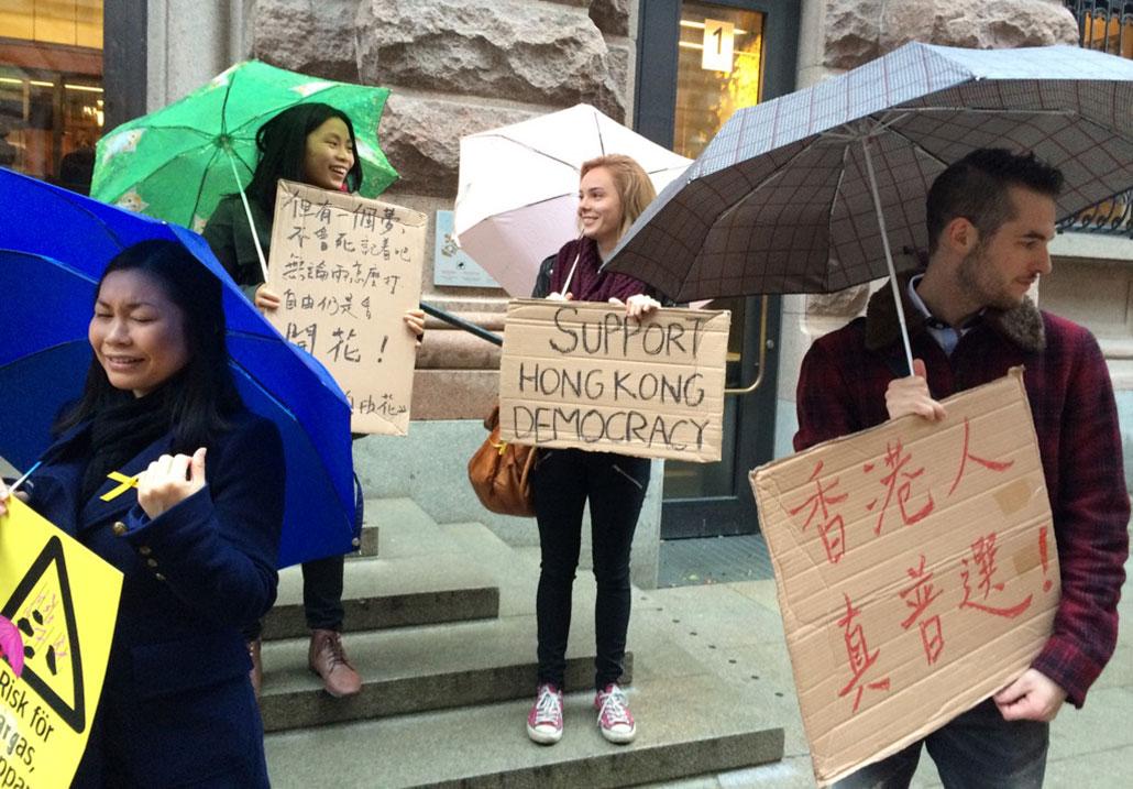 Demonstration för Hongkong utanför riksdagshuset. Foto: Göran Jacobsson